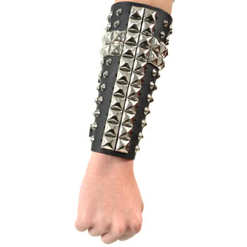 11 Row Studded Pyramid Conical Wristband (Black)